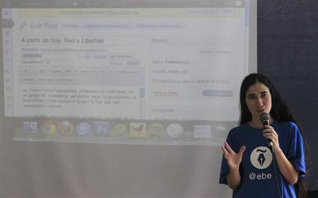Cuban dissident blogger Yoani Sanchez participates in the blogging event Clic, which is organized by Spaniard Jose Luis Antunez, in Havana June 22, 2012. REUTERS/Enrique de la Osa