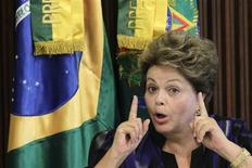 A presidente Dilma Rousseff vai deixar a reforma ministerial para março. Na foto, ela aparece em evento no Palácio do Planalto no dia 6 de fevereiro. REUTERS/Ueslei Marcelino