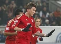 Une victoire 2-0 à Wolfsburg sur des buts de Mario Mandzukic (photo) et Arjen Robben a donné vendredi au Bayern Munich une avance colossale de 18 points en tête de la Bundesliga. /Photo prise le 15 février 2013/REUTERS/Morris Mac Matzen