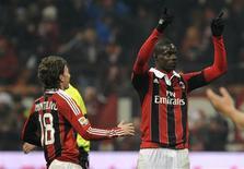 Le Milan AC a conclu son sixième match sans défaite en Serie A, vendredi, sur une victoire 2-1 contre Parme, à San Siro, scellée par un but de Mario Balotelli. /Photo prise le 15 février 2013/REUTERS/Giorgio Perottino