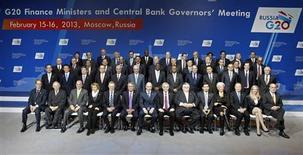 Les ministres des Finances et banquiers centraux du G20, samedi à Moscou. Le communiqué final du G20 confirme samedi l'engagement à ne pas pratiquer de dévaluation compétitive qui figurait dans le projet de texte rédigé à l'issue des négociations des ministres des Finances vendredi soir dans la capitale russe. /Photo prise le 16 février 2013/REUTERS/Sergei Karpukhin