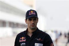 El piloto español de pruebas en Pirelli Jaime Alguersuari descargó el sábado su frustración al no poder asegurarse un puesto en Fórmula Uno diciendo que el deporte se ha convertido en una subasta que favorece el dinero frente al talento. En la imagen, de archivo, Jaime Alguersuari en su etapa como piloto de Toro Rosso. REUTERS/Lee Jae-Won
