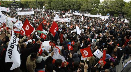 Tens of thousands rally in Tunis to support Islamists