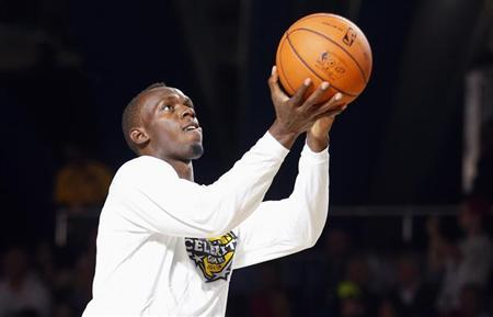Jamaican sprinter Usain Bolt warms up before the start of the NBA All-Star celebrity basketball game in Houston, Texas, February 15, 2013. The NBA All-Star basketball game will be played on February 17. REUTERS/Jeff Haynes