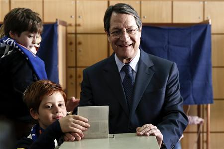 Cyprus presidential candidate Nicos Anastasiades of the right wing Democratic Rally party and his grandsons cast a ballot at a polling station in Limassol February 17, 2013. Cypriots went to the polls on Sunday to elect a president who will have to take responsibility for negotiating a financial rescue to save the small island nation from a bankruptcy that would reignite the euro zone debt crisis. REUTERS/Yorgos Karahalis
