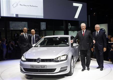 Volkswagen Chief Executive Officer Martin Winterkorn (2nd R) introduces the new Volkswagen Golf model in Berlin September 4, 2012. REUTERS/Fabrizio Bensch