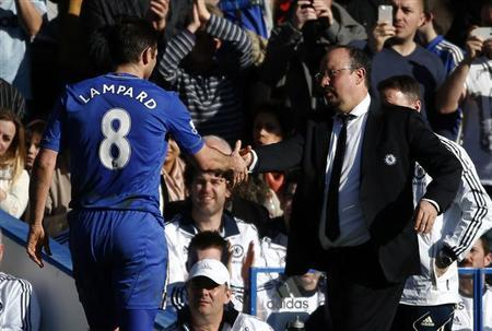Chelsea's interim manager Rafael Benitez (R) shakes hands with Frank Lampard as he is substituted during their FA Cup fourth round replay soccer match against Brentford at Stamford Bridge in London February 17, 2013. REUTERS/Eddie Keogh
