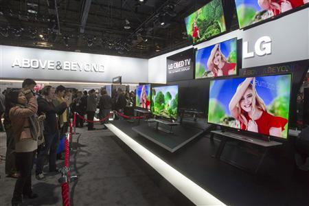 Showgoers look at a display of 55-inch OLED televisions in the LG Electronics booth during the first day of the Consumer Electronics Show (CES) in Las Vegas January 8, 2013. REUTERS/Steve Marcus