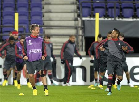AC Milan players Philippe Mexes (L) and Robinho take part in a training session at the Constant Vanden Stock stadium in Brussels November 20, 2012. REUTERS/Laurent Dubrule/Files