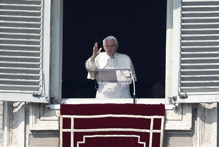 Pope Benedict XVI blesses the faithful during the Sunday Angelus prayer in Saint Peter's Square at the Vatican February 17, 2013. REUTERS/Tony Gentile