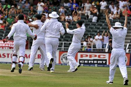 South Africa's players congratulate teammate Jacques Kallis (3rd L) after the dismissal of Pakistan's batsman Azhar Ali during the third day of their first test cricket match in Johannesburg, February 3, 2013. REUTERS/Ihsaan Haffejee