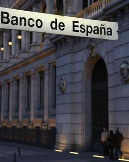 The Bank of Spain is seen at dusk in Madrid February 6, 2013. REUTERS/Sergio Perez