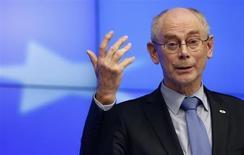 Le président du Conseil européen, Herman Van Rompuy, partisan de l'ouverture de négociations de libre-échange avec les Etats-Unis. Selon des experts, les négociations prévues d'ici juin bénéficieront de conditions particulièrement favorables, après l'échec de plusieurs pourparlers au cours des vingt dernières années, en raison notamment d'un blocage de la France en 1998. /Photo prise le 8 février 2013/REUTERS/François Lenoir