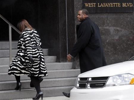 Former Detroit Mayor Kwame Kilpatrick and his wife Carlita enter the federal court house following a break in the closing arguments of his federal corruption trial in downtown Detroit, Michigan February 12, 2013. REUTERS/ Rebecca Cook
