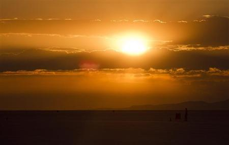 The sun rises on the Bonneville Salt Flats outside Wendover, Utah August 15, 2011. REUTERS/Jim Urquhart