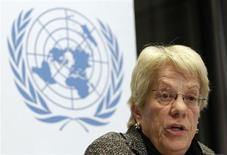 """Membro da Comissão de Inquérito da Síria, Carla del Ponte, fala durante coletiva de imprensa na sede da ONU em Genebra. Sírios em """"posições de liderança"""" foram identificados como possíveis responsáveis por crimes de guerra, assim como unidades militares acusadas de cometê-los, disseram investigadores da ONU nesta segunda-feira. 18/02/2013 REUTERS/Denis Balibouse"""