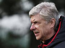 A la veille d'un huitième de finale de Ligue des champions compliqué pour son club d'Arsenal face au Bayern Munich, Arsène Wenger a également dû faire face lundi à la rumeur qui lui prête une prolongation de deux ans du contrat qui le lie au club londonien. /Photo prise le 18 février 2013/REUTERS/Eddie Keogh