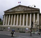 Les députés français ont engagé lundi l'examen d'un projet de loi controversé modifiant les modes de scrutins locaux et le calendrier électoral, qui avait été rejeté par le Sénat. /Photo d'archives/REUTERS