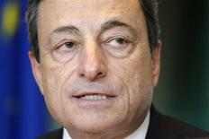 O presidente do BCE, Mario Draghi, presta testemunho perante comitê parlamentar no Parlamento Europeu em Bruxelas, Bélgica. 18/02/2013 REUTERS/Eric Vidal