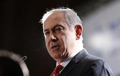 O primeiro-ministro israelense, Benjamin Netanyahu, pronuncia-se durante reunião do Conselho de Diretores da Agência Judaica em Jerusalém. 18/02/2013 REUTERS/Baz Ratner