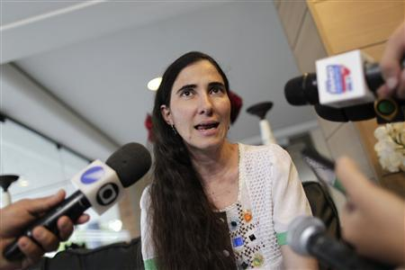 Cuban blogger Yoani Sanchez speaks at Classe Apart Hotel in Feira de Santana, February 18, 2013. REUTERS/Ueslei Marcelino