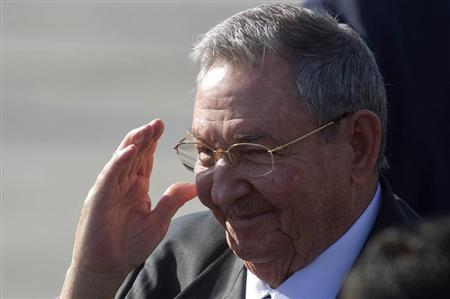 Cuba's President Raul Castro arrives to attend the summit of the Community of Latin American, Caribbean States and European Union (CELAC-UE), at the airport of Santiago January 25, 2013. REUTERS/Claudio Reyes
