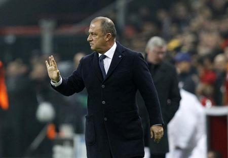 Galatasaray's coach Fatih Terim gestures to his team during their Champions League Group H match against Manchester United at Turk Telekom Arena in Istanbul November 20, 2012. REUTERS/Osman Orsal