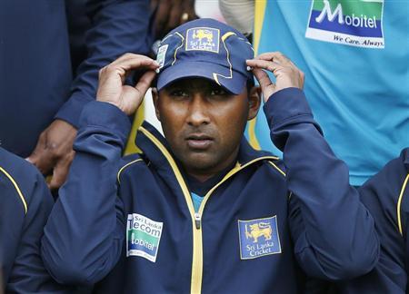 Sri Lanka's captain Mahela Jayawardene adjusts his cap before a team photo at the Sydney Cricket Ground January 2, 2013. REUTERS/Tim Wimborne