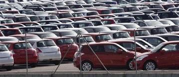 Les immatriculations de voitures neuves ont diminué de 8,5% en janvier en Europe, baissant ainsi pour le seizième mois d'affilée avec notamment une chute des ventes de Ford (-25,8%), de Toyota (-16,1%) et de PSA Peugeot Citroën (-16,1%). /Photo d'archives/REUTERS/Albert Gea