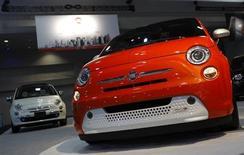 Un modello Fiat 500. REUTERS/Gary Cameron