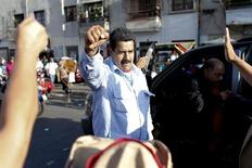 Venezuela's Vice President Nicolas Maduro greets supporters outside the military hospital after visiting President Hugo Chavez in Caracas February 18, 2013. REUTERS/Jorge Silva