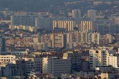 Jean-Marc Ayrault a annoncé mardi un train de mesures pour redynamiser la politique de la Ville, des réformes largement techniques alors que la dégradation de l'économie française oblige le gouvernement à opérer sous contrainte budgétaire. /Photo prise le 12 septembre 2012/REUTERS/Jean-Paul Pélissier