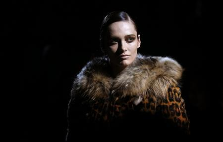 A model presents a creation from the Tom Ford Autumn-Winter 2013 collection during London Fashion Week, February 18, 2013. REUTERS-Suzanne Plunkett