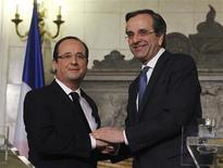 François Hollande a reçu mardi un accueil chaleureux à Athènes, où le Premier ministre Antonis Samaras a salué le soutien de la France à son pays, de l'indépendance de la Grèce au maintien dans la zone euro, en passant par son entrée dans l'UE. /Photo prise le 19 février 2013/REUTERS/Thanasis Stavrakis/Pool