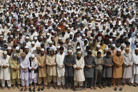 Supporters of Jamiat-Ulema-e-Islam (JUI), one of the largest Sunni political parties, and Ahl-i-Sunnat Wal Jaaat (ASWJ), a political and religious group, attend a funeral prayer for two of their workers who were shot by unidentified gunmen a day earlier, in Karachi February 19, 2013. REUTERS/Athar Hussain