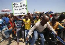File photo of striking platinum miners march near the Anglo-American Platinum (AMPLATS) mine near Rustenburg in South Africa's North West Province, October 5, 2012. REUTERS/Mike Hutchings