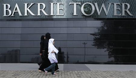Women walk in front of the Bakrie Tower, developed by Bakrieland Development, a property unit of Bakrie and Bros, in a Jakarta business district March 28, 2011. REUTERS/Enny Nuraheni