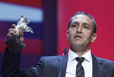 Actor Nazif Mujic poses with his Silver Bear award for Best Actor for the movie ''Epizoda u Zivotu Beraca Zeljeza'' (An Episode in the Life of an Iron Picker) during the awards ceremony at the 63rd Berlinale International Film Festival in Berlin February 16, 2013. REUTERS/Fabrizio Bensch