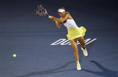 L'ancienne numéro un mondiale Caroline Wozniacki a battu mardi Lucie Safarova 6-2 6-2 et s'est qualifiée pour le deuxième tour du tournoi WTA de Dubaï. /Photo prise le 19 février 2013/REUTERS/Jumana El Heloueh