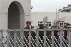 A Chinese People's Liberation Army soldier stands guard in front of 'Unit 61398', a secretive Chinese military unit, in the outskirts of Shanghai, February 19, 2013. The unit is believed to be behind a series of hacking attacks, a U.S. computer security company said, prompting a strong denial by China and accusations that it was in fact the victim of U.S. hacking. REUTERS/Carlos Barria