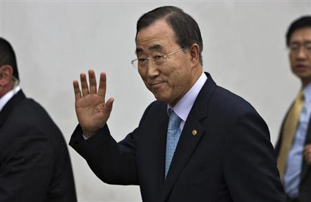 United Nations Secretary-General Ban Ki-moon waves during a visit to the Heal Africa hospital in Goma, eastern Congo, February 28, 2009. REUTERS/Finbarr O'Reilly