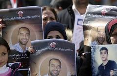 Palestinians hold placards depicting prisoner Samer al-Issawi, who has been on hunger strike for 209 days, during a protest in the West Bank city of Ramallah, calling for the release of Palestinian prisoners from Israeli jails, February 17, 2013. REUTERS/Mohamad Torokman