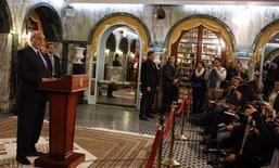 O premiê da Tunísia, Hamadi Jebali, anuncia renúncia durante entrevista nesta terça-feira. REUTERS/Zoubeir Souissi