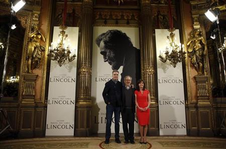 ''Lincoln'' director Steven Spielberg (C) and cast members Daniel Day-Lewis and Sally Field pose during a photocall to promote the movie in Madrid January 16, 2013. REUTERS/Susana Vera