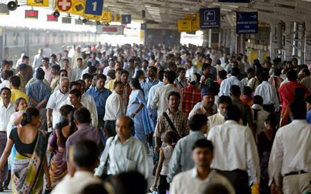 Passengers crowd at a railway station in Ahmedabad February 24, 2006. REUTERS/Amit Dave/Files