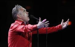 Le chanteur britannique Morrissey, qui se produit en concert le 1er mars à Los Angeles, a obtenu qu'aucun produit à base de viande ne soit vendue dans l'enceinte du Staple Centers pendant son spectacle. /Photo d'archives/REUTERS/Eliseo Fernandez