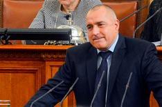 El Gobierno búlgaro dimitió el miércoles tras violentas protestas en todo el país contra los altos precios de la electricidad, sumándose a la larga lista de gobiernos europeos caídos por austeridad desde que comenzara la crisis de deuda europea a finales de 2009. En la imagen, el primer ministro búlgaro, Boiko Borisov, en el Parlamento en Sofía, el 20 de febrero de 2013. REUTERS/Julia Lazarova