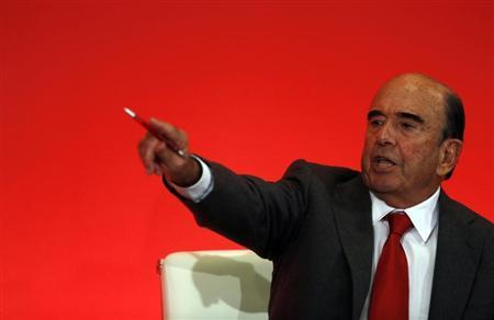 Spain's Santander chairman Emilio Botin gestures during the bank's 2012 results presentation at the company headquarters in Boadilla del Monte, outside Madrid, January 31, 2013. REUTERS/Sergio Perez