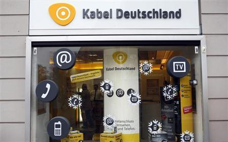 The front of a shop of cable television provider Kabel Deutschland is pictured in Berlin February 19, 2013. Vodafone is considering a bid for Germany's Kabel Deutschland to expand the UK-based mobile company's services in Europe's biggest economy, according to a person familiar with the matter. REUTERS/Fabrizio Bensch (GERMANY - Tags: BUSINESS TELECOMS) - RTR3DZIF
