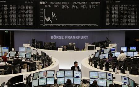The curve of the German share price index DAX board is pictured at the Frankfurt stock exchange January 28, 2013. REUTERS/Remote/Marte Kiesling/Files